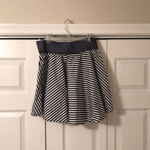 High waisted patterned skirt
